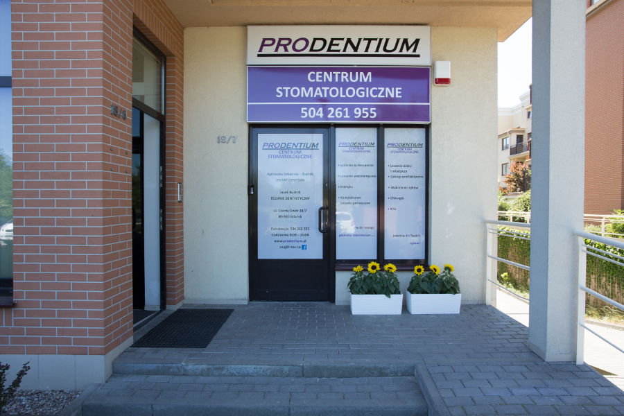 Wejście do centrum stomatologicznego Prodentium
